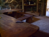 Salė su dideliu stalu